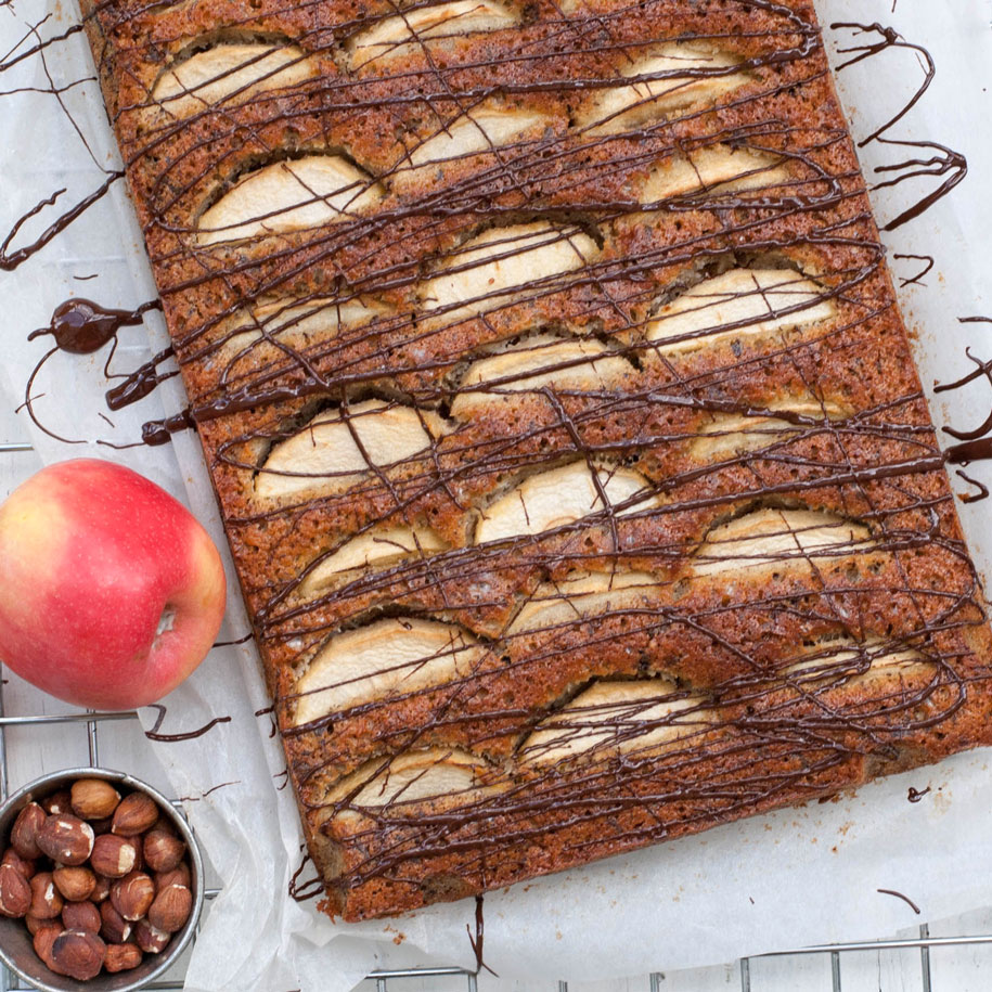 Apple cake with chocolate